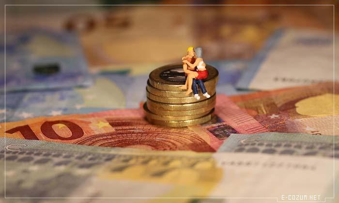 Sence aşk mı para mı