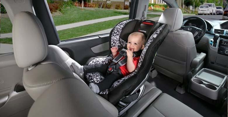 Otomobil bebek koltuğu
